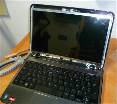 pc astuces remplacer l 39 cran cass de son ordinateur portable. Black Bedroom Furniture Sets. Home Design Ideas
